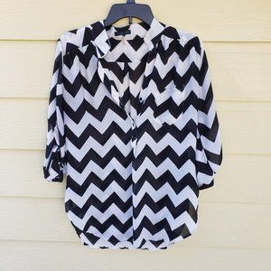 Cals Black & White Chevron Blouse Size Large
